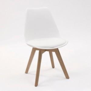 Silla de comedor DAY-ROBLE asiento de polipropileno y patas madera de roble